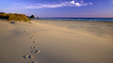 Footprints+in+the+Sand,+Oregon+Coast[1]